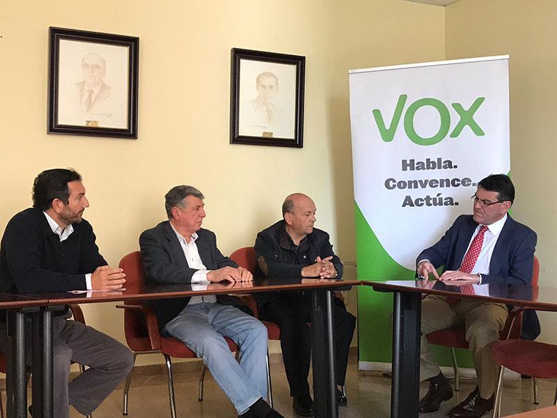 La Plataforma recibe el compromiso de VOX de llevar el desdoble del túnel de San Silvestre al Parlamento andaluz