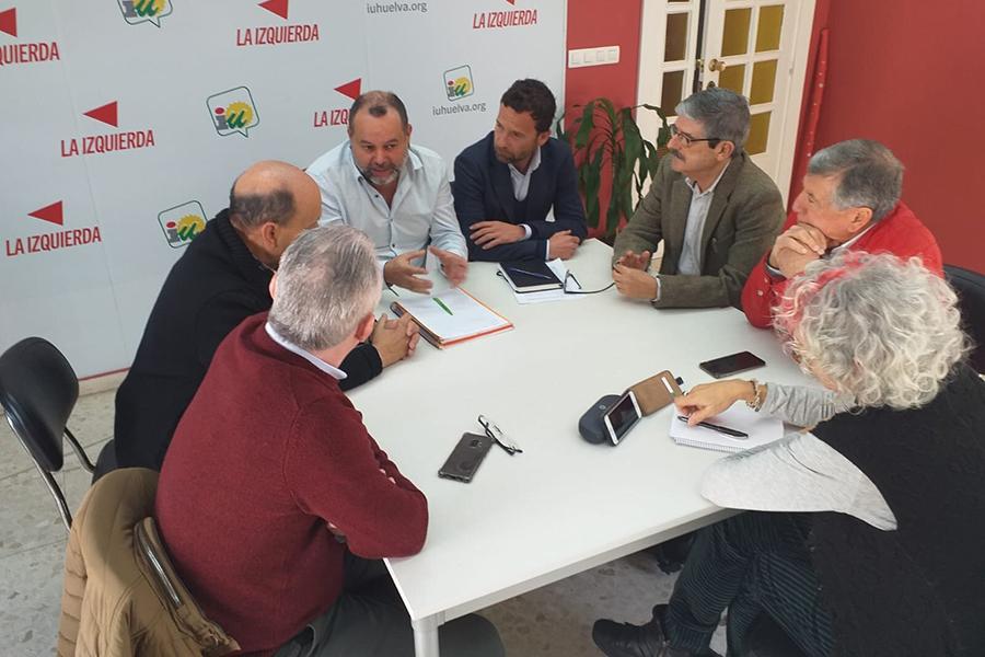 La Plataforma por el Túnel de San Silvestre aborda con IU Huelva la importancia del desdoble